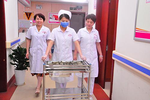 情系端午——济南和谐妇科给住院患者送粽子共度佳节