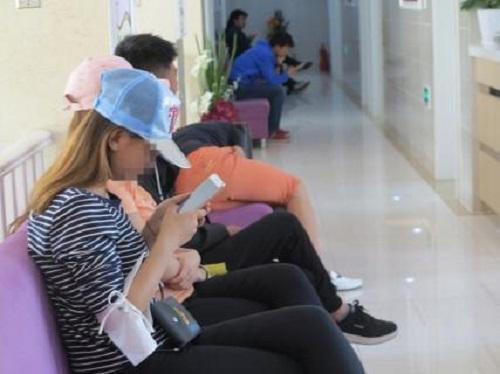 青岛小嫚吃避孕药推迟月经时间只为安心考试 家长不放心求助青岛红房子专家