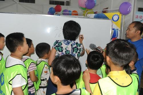 """首届""""中国青少年创客奥林匹克""""活动青岛实验区选拔赛-史丰收速算法挑战赛成功举办"""