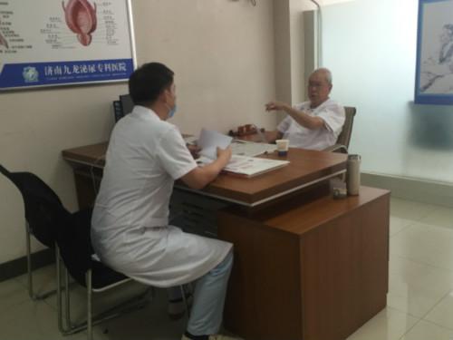 记者手记:济南九龙泌尿外科老教授何长民忙碌又充实的一天