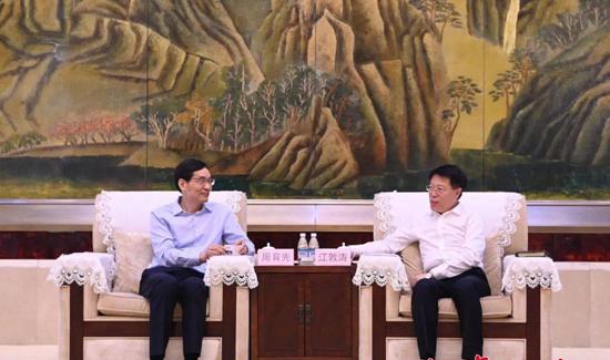 中国建材集团党委书记周育先一行来淄考察